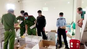 Tạm giữ hàng ngàn sản phẩm thuốc BVTV không rõ nguồn gốc ở An Giang