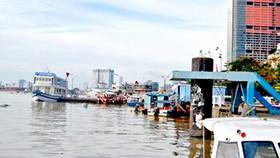 Các phương tiện đò ngang, đò dọc, tàu du lịch, tàu nhà hàng... tại bến Bạch Đằng