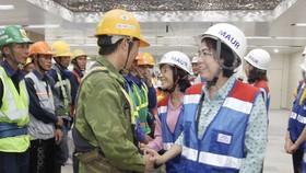 Thăm, tặng quà công nhân khó khăn đang thi công dự án metro số 1 tuyến Bến Thành - Suối Tiên  