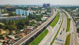 Tuyến metro số 1 Bến Thành - Suối Tiên lại thêm 2 gối cao su lệch vị trí