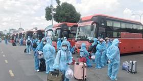 Phú Yên, Thanh Hóa tiếp tục đưa người dân về quê tránh dịch