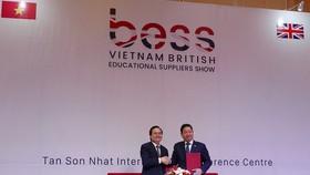 Lãnh đạo Bộ GD-ĐT ký kết hợp tác với lãnh đạo FPT