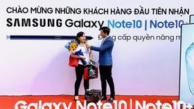 Khách hàng nhận Note10