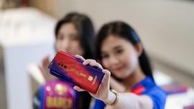 Hệ thống Phong Vũ bắt đầu bán smartphone