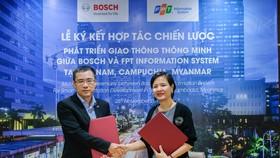 Đại diện Bosch Việt Nam và FPT IS tại lễ ký kết hợp tác