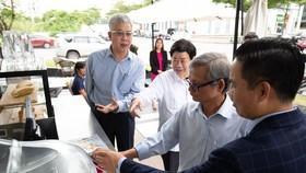 Tổ tư vấn kinh tế của Thủ tướng Chính Phủ thực tế thanh toán cà phê qua MoMo