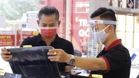 FPT Shop đã chuẩn bị rất kỹ lưỡng từ hàng hóa với đầy đủ thương hiệu và đa dạng phân khúc giá laptop