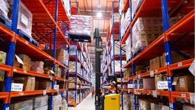 Một góc kho trung chuyển hàng hoá của Shopee