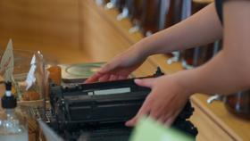Hộp mực cũ sau khi thu gom sẽ được Epson gửi đến đơn vị xử lý rác thải để được xử lý đúng cách theo quy trình