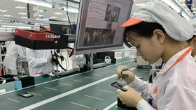 Bên trong nhà máy sản xuất điện thoại di động của VinSmart
