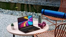 Fujitsu CH laptop cho trải nghiệm đa phương tiện di động toàn diện