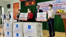 Công ty TNHH Intel Products Việt Nam trao tặng thiết bị y tế phòng, chống Covid-19