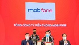 Đại diện MobiFone tại lễ trao giải Top 10 công ty công nghệ uy tín năm 2021