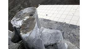 """Cụm tượng đài Chiến thắng ở tỉnh Bắc Cạn bị gãy đổ do chất lượng thi công kém khiến một em bé phải nhập viện được chọn là """"vấn nạn"""" của ngành mỹ thuật năm 2017"""