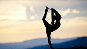 """Tập yoga khỏa thân, """"suối nguồn tươi trẻ"""", dancesport có động tác nhạy cảm... sẽ bị phạt"""