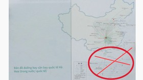 """Ấn phẩm bị phát hiện có in """"đường lưỡi bò"""" phi pháp trong sách ảnh giới thiệu về những điểm du lịch tại Trung Quốc do Công ty Trung Thế, gửi cho nhân viên Saigontourist giới thiệu tour."""