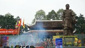 Hàng ngàn người tham dự lễ hội Gò Đống Đa