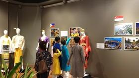 Khám phá sắc màu trang phục truyền thống ASEAN