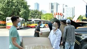 Ca sĩ Tùng Dương gửi hàng chục ngàn khẩu trang y tế và đồ bảo hộ tới Bắc Giang, Bắc Ninh