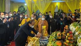 Nhiều đoàn lãnh đạo cùng đông đảo Phật tử đã tới viếng Đại lão Hòa thượng Thích Phổ Tuệ