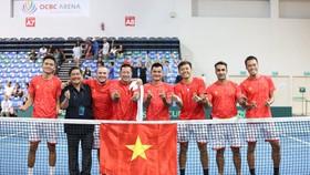 Đội tuyển Việt Nam vui mừng với chiến thắng.