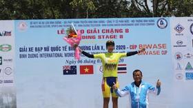 Tay đua Somrat đang mặc chiếc Áo vàng sau 8 chặng.
