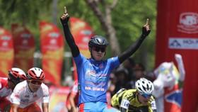 Tay đua Nguyễn Tấn Hoài lần thứ 2 thắng chặng.