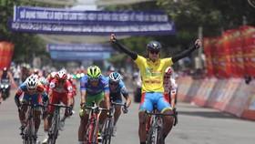 Chiếc Áo vàng Nguyễn Tấn Hoài tiếp tục thắng chặng.