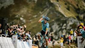 """Tour de France 2020: """"Superman"""" Miguel Lopez thắng chặng 17 khi Áo vàng Roglic nới rộng khoảng cách"""