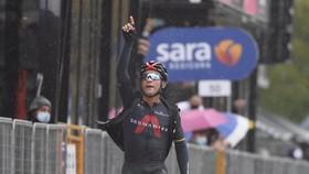Jhonatan Narváez thắng chặng 12.