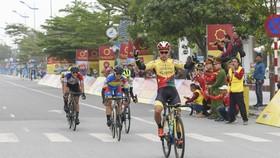 Nguyễn Dương Hồ Vũ ăn mừng chiến thắng chặng 3.