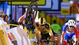 Tình huống Fabio Jakobsen đâm vào tấm pano.