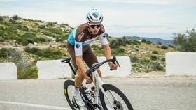 Tay đua Mikael Cherel của đội AG2R La Mondiale,