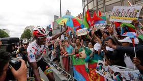 Daniel Teklehaimenot từng mặc áo đỏ và được cổ vũ cuồng nhiệt tại Tour de France 2015