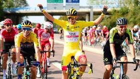 Tay đua Tadej Pogacar vừa giành Áo vàng Tour de France.