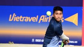 Tay vợt trẻ Minh Đức có chiến thắng ấn tượng.