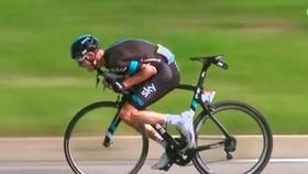 Chris Froome dùng kỹ thuật Supertuck giành chiến thắng ở Tour de France 2016.