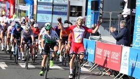 Elia Viviani tung nước rút thắng Cholet-Pays de la Loire 2021