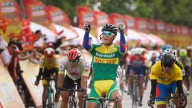 Pha ăn mừng chiến thắng của Trần Tuấn Kiệt. Ảnh: HOÀNG HÙNG