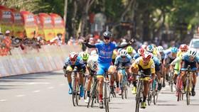 Nguyễn Tấn Hoài lại có cơ hội ăn mừng chiến thắng. Ảnh: HOÀNG HÙNG