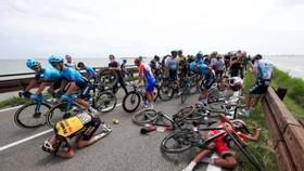 Nhiều tay đua phải bỏ cuộc do tai nạn