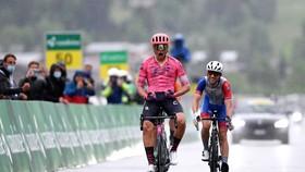 Stefan Bissegger chiến thắng trong cơn mưa phùn