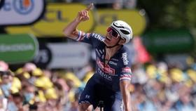 Niềm vui của Mathieu van der Poel  khi về đích