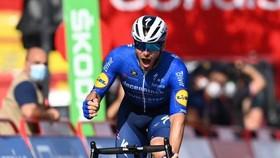 Florian Senechal vui mừng khi về đích