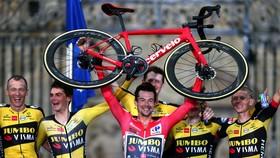 Primoz Roglic đzng thống trị ở giải Vuelta a Espana