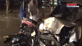 Ô tô lạng lách tông vào 6 xe máy khiến 5 người nguy kịch