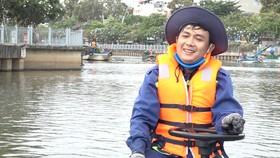 Tâm sự của công nhân vớt rác trên kênh Nhiêu Lộc