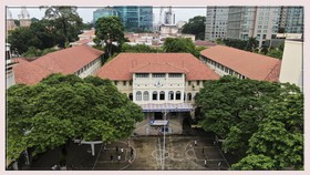 Đến thăm thư viện thông minh Trường THPT chuyên Trần Đại Nghĩa