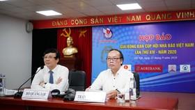 Ông Hồ Quang Lợi - Phó Chủ tịch thường trực Hội Nhà báo Việt Nam và ông Trần Gia Thái – Chủ tịch Liên đoàn Bóng bàn Việt Nam chủ trì cuộc họp báo.
