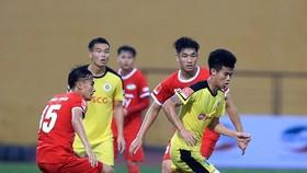 Viettel và Hà Nội đang tranh chấp quyết liệt suất thăng hạng. Ảnh: MINH HOÀNG